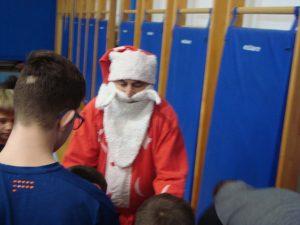 Stolnoteniske nade je pohodio i Djed Božićnjak (1)